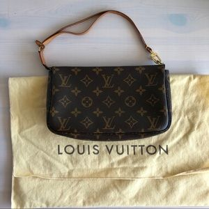 Louis Vuitton Pochette - Monogram Canvas